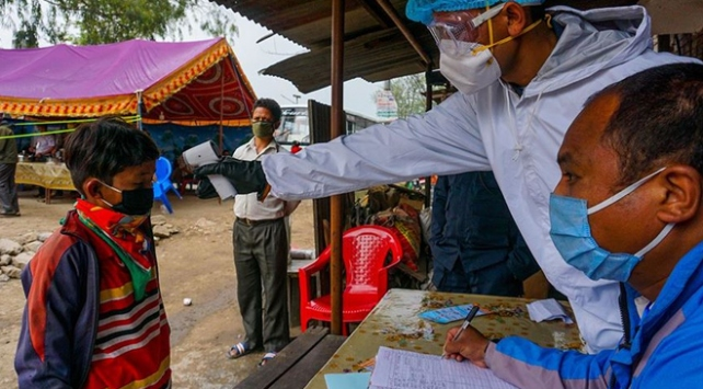 Nepal'de vaka sayısı 4 bin 85'e yükseldi
