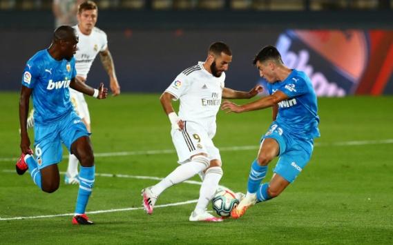Real Madrid, sahasında oynadığı maçta Valencia'yı 3-0 yendi