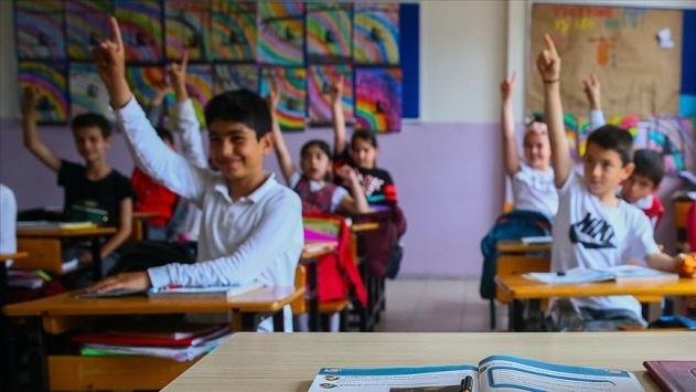 okullar 31 Ağustos 2020'de açılacak, 18 Haziran 2021'de kapanacak.