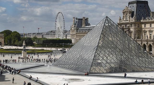 Louvre Müzesi 3,5 ay aranın ardından yeniden açıldı