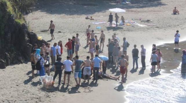 Ordu'nun Ünye ilçesinde denize giren 2 kişi hayatını kaybetti