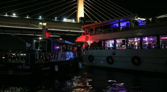 İstanbul'da teknelerde COVID-19 önlemlerini denetledi