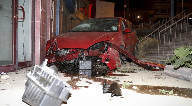 apartman boşluğuna düşen otomobil sürücüsü yaralandı