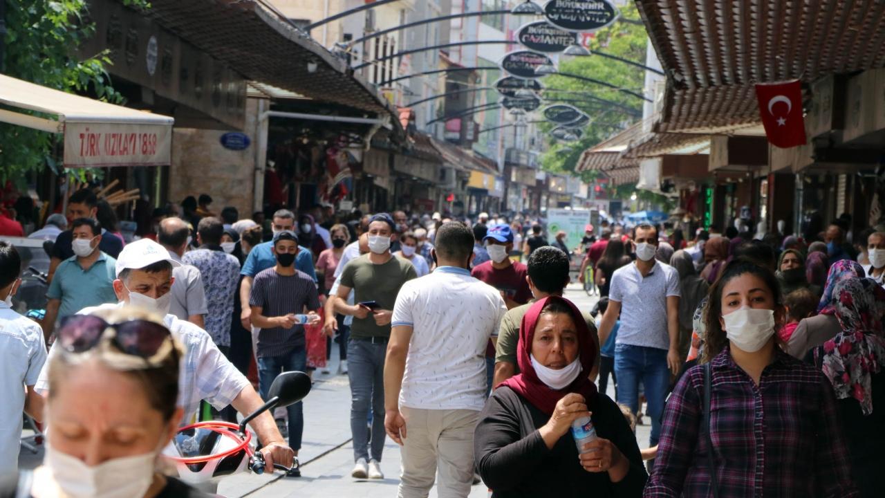 Türkiye`de en çok yeni vaka 25 ila 49 yaş grubunda görüldü