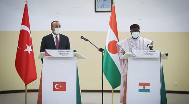 Bakan Çavuşoğlu, Nijer'de mevkidaşı Kalla Ankourao ile bir araya geldi