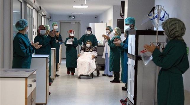 Türkiye'de son 24 saatte 921 yeni COVID-19 vakası tespit edildi