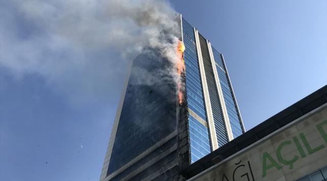 Söğütözü semtinde bulunan bir iş merkezinde yangın çıktı