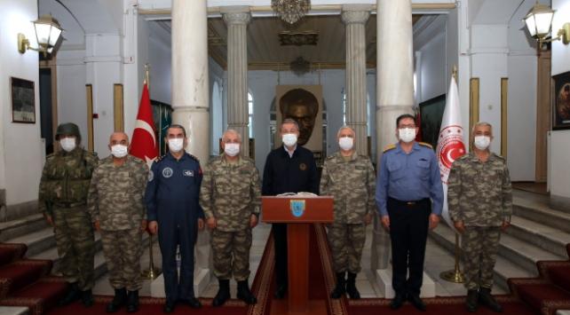 Bakan Akar, Yunanistan ve Bulgaristan sınırında birlikleri denetliyor