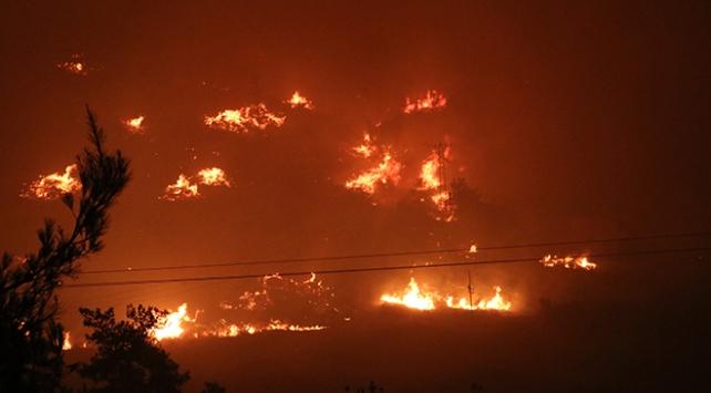 Menderes ilçesinde yangın sebebiyle tahliye edilen bir site yandı