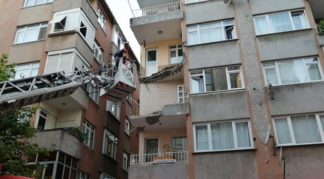 İstanbul Küçük çekmecede bir binanın balkonunun bir kısmı çöktü