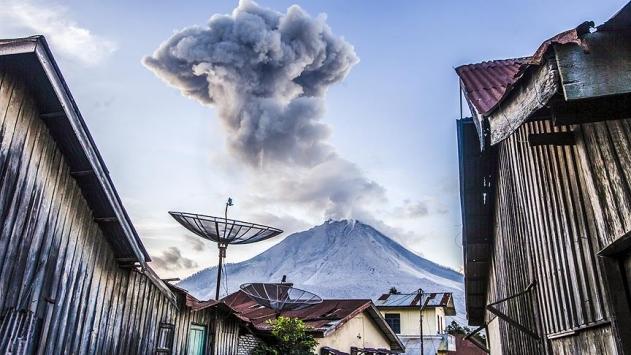 Sumatra Adası'ndaki Sinabung Yanardağı'nda patlama