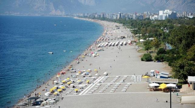 Antalya sahillerinde sıcak hava yoğunluğu