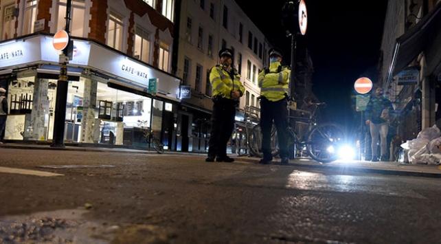 İngiltere'de restoranlar erken kapanmaya başladı