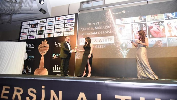 Mersin Altın Çilek Ödülleri Töreninin Kraliçesi Ebru Gezer Ödülünü Aldı