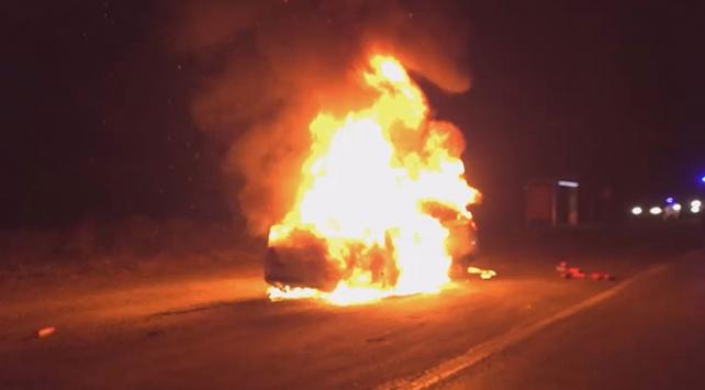 Silivri'de seyir halindeki araç yandı