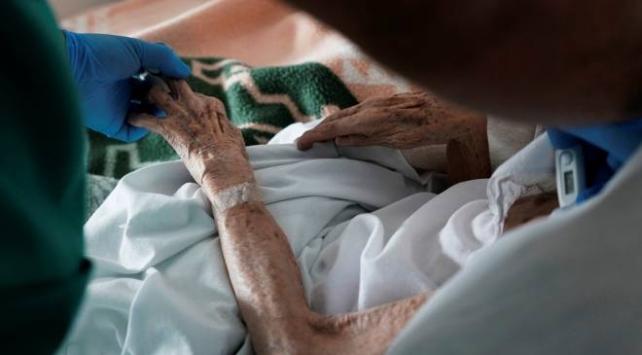 Almanya'da son 24 saatte 11 kişi COVID-19 nedeniyle hayatını kaybetti