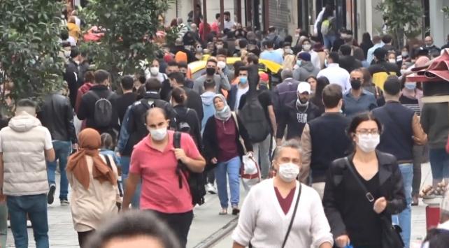 Taksim Meydanı, koronavirüs öncesi günlerini aratmadı