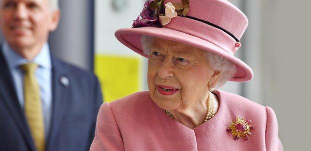 Kraliçe II. Elizabeth, maskesiz çıktı