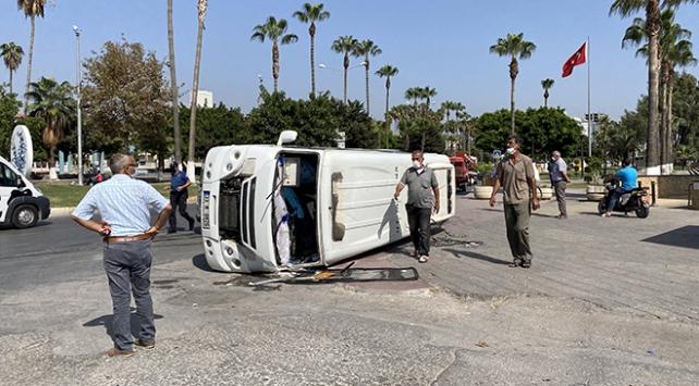 Mersin'de yolcu minibüsü devrildi: 3 yaralı