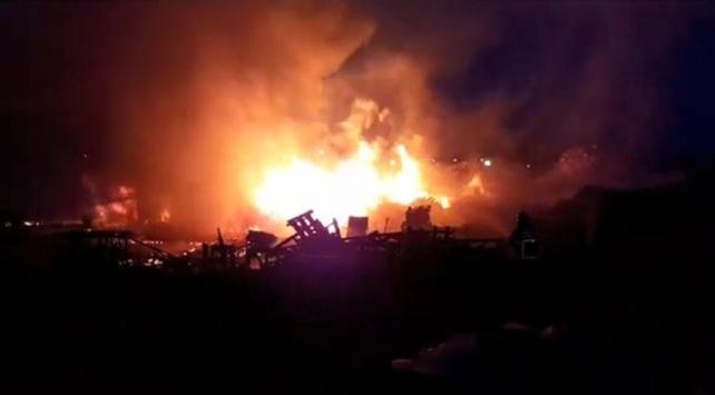 Kocaeli'nin Gebze ilçesinde palet depolama alanında yangın