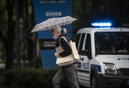Başkentte kuvvetli yağış, hayatı olumsuz etkiledi
