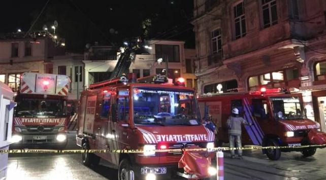 Beyoğlu'nda giyim mağazasında çıkan yangın