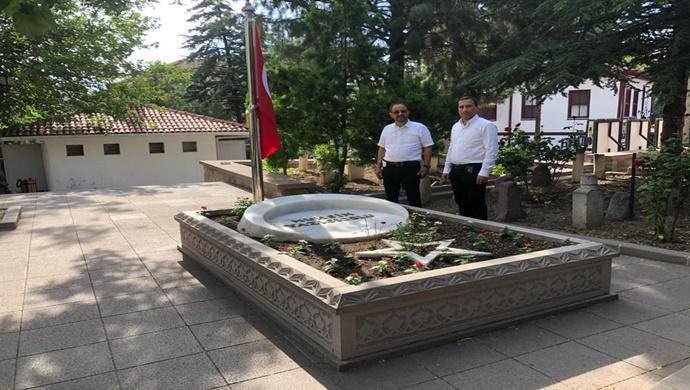 Cevdet Yıldırım, Muhsin Yazıcıoğlu'nun mezarını ziyaret etti