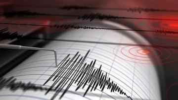 Son dakika! İzmir'de şiddetli deprem!